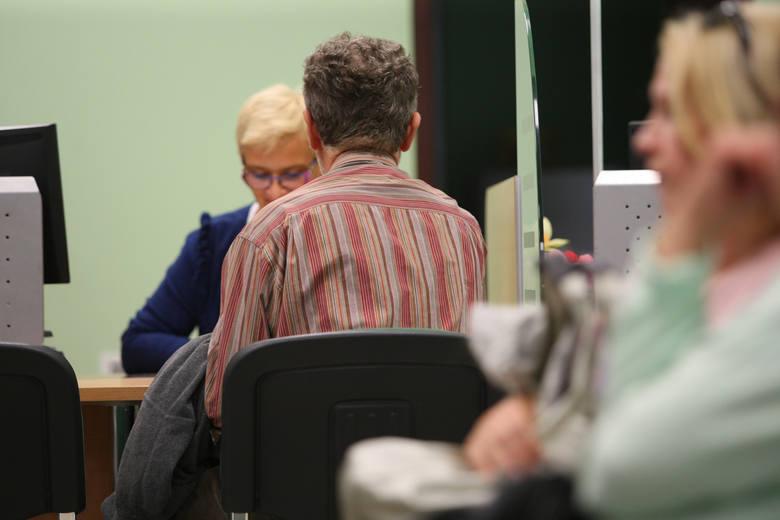 """Czternasta emerytura to kolejne roczne świadczenie pieniężne dla emerytów i rencistów, które obiecał rząd PiS. """"Czternastka"""" zostanie"""
