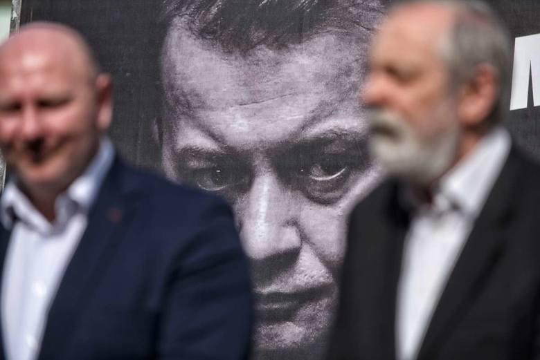 Na billboardach w samej Wielkopolsce oprócz wizerunku Mariusza Błaszczaka znalazły się także twarze Jana Dziedziczaka, Maksa Kroczkowskiego, czy Antoniego Macierewicza.