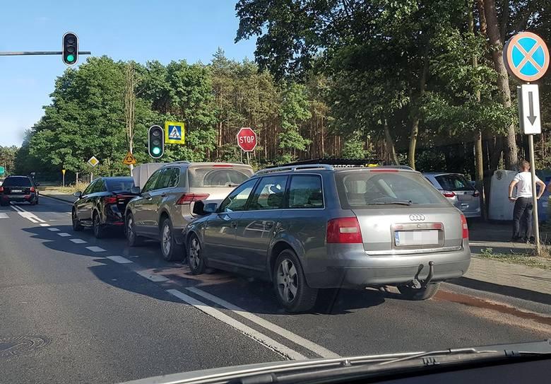 Do wypadku doszło w czwartek, 4 lipca, w Zielonej Górze Przylepie. Zderzyły się ford toyota, volkswagen i audi. Do wypadku doszło na pasie w kierunku