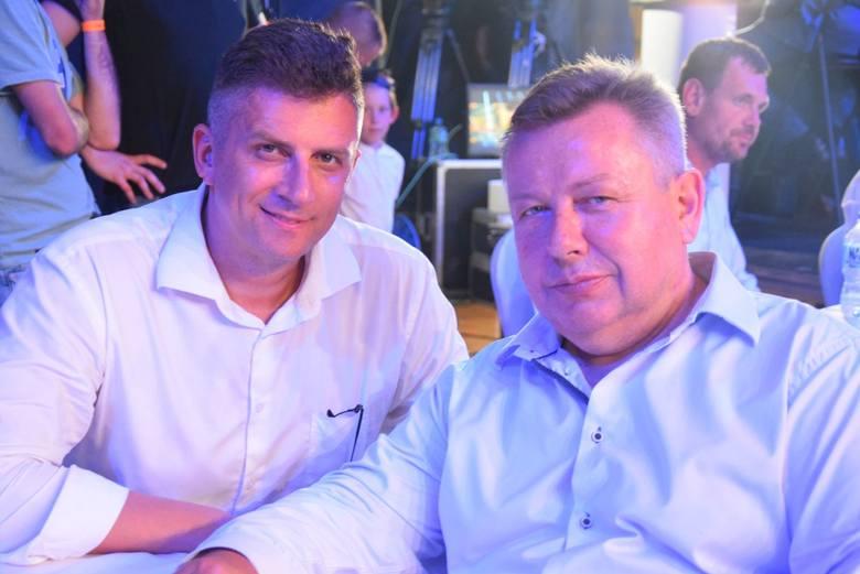 Na piątkowej gali w Pionkach pojawił się między innymi Mateusz Borek, dziennikarz oraz właściciel organizacji MB Promotios (z lewej) oraz Janusz Pindera,