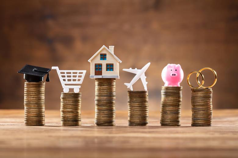 Tylko od stycznia do maja 2020 r. Polacy pożyczyli od banków 53 mld zł, z czego tylko połowę tej kwoty stanowią kredyty hipoteczne. 2,35 mln kredytów