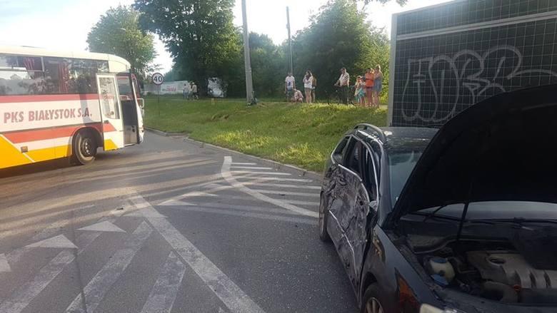 Horodniany. Zderzenie autobusu PKS z samochodem osobowym. Jedna osoba poszkodowana [ZDJĘCIA]