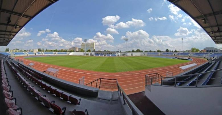 OSiR Włocławek Pojemność: 4500Budowa obiektu we Włocławku zakończyła się w 2014 roku. Oprócz meczów piłkarskich mogą się tu odbywać także zawody lekkoatletyczne.