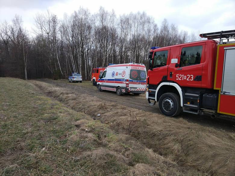 W czwartek straż pożarna w Przeworsku otrzymała informację z numer 112 o wypadku podczas wycinki drzew.- Spadający pień przygniótł mężczyznę. Na miejsce
