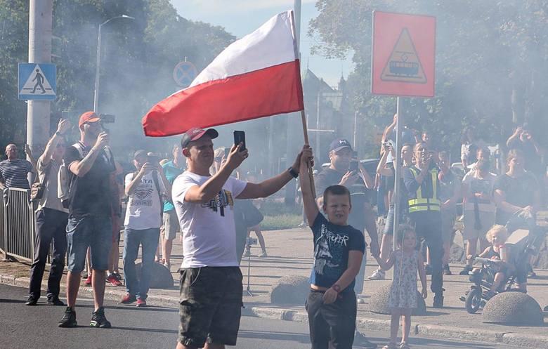 Punktualnie o godz. 17 w Szczecinie zawyły syreny. 76. rocznica powstania warszawskiego