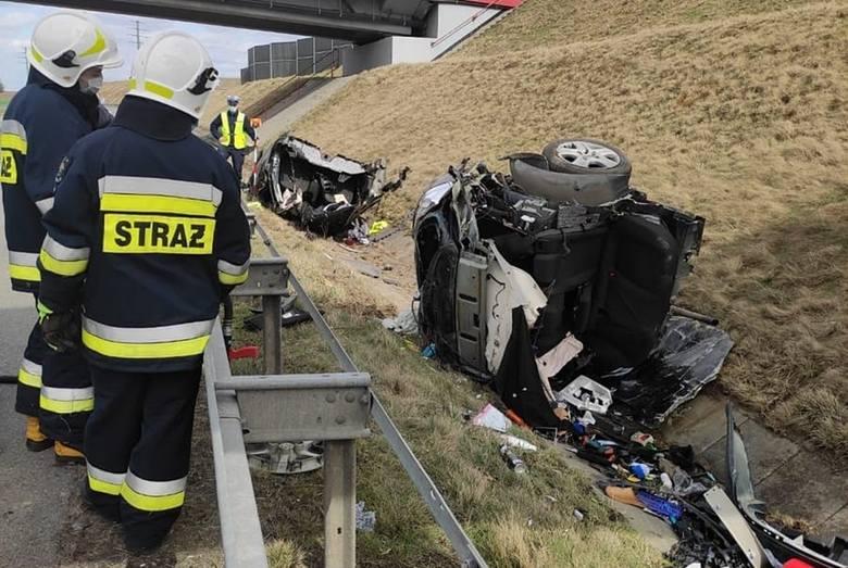 Rozbił auto na pół na autostradzie A1 w Świerklanach i zniknął. Wieczorem zgłosił sie na komisariat w Zabrzu. Dostał mandat