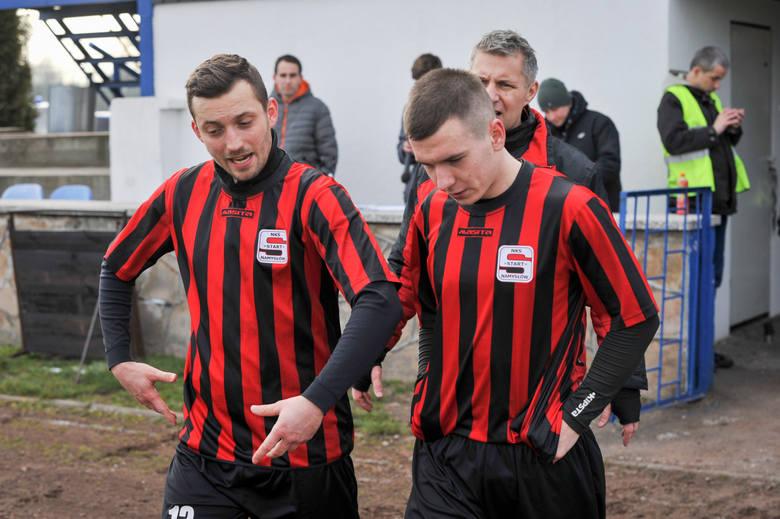 Patryk Pabiniak i Jakub Drapiewski wraz z kolegami nie zdołali obronić swojego stadionu.