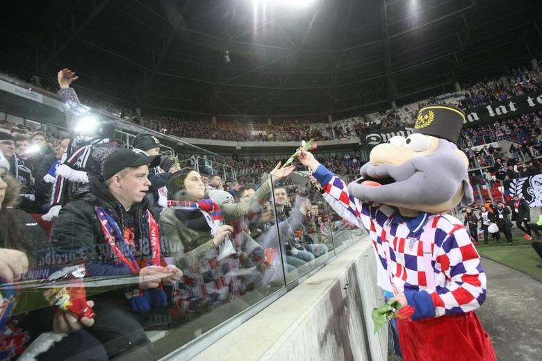 Ekstraklasa w czasach koronawirusa rusza z poważnymi zmianami w organizacji meczów. Wiadomo, że nie będą wpuszczani kibice. Prezes PZPN Zbigniew Boniek
