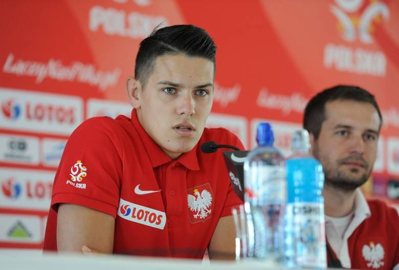 <strong>W Arłamowie trwa zgrupowanie reprezentacji Polski do lat 21. To ostatni etap przygotowań do młodzieżowych mistrzostw Europy, które ruszą dokładnie za 10 dni.</strong><br /> <br /> - Murawa jest jak stół! Nic tylko trenować - zachwycał się selekcjoner młodzieżówki Marcin Dorna. Kadra miała już...