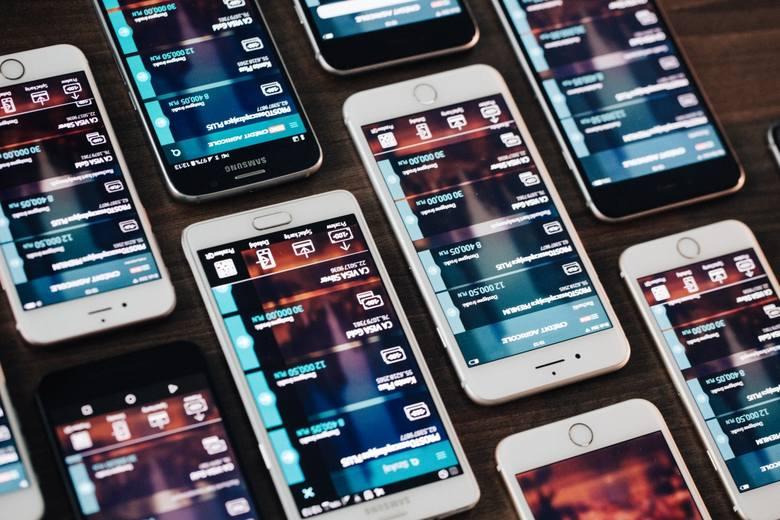 FINANTEQ pomaga innowacyjnym bankom przodować w mobilności. Firma dostarcza rozwiązania z zakresu m-bankowości oraz superwalletów, a wśród jej klientów znajdują się takie grupy bankowe, jak Santander, UniCredit, Raiffeisen, National Bank of Kuwait, Danske Bank oraz mBank.