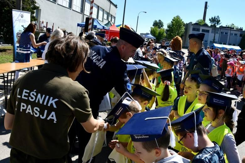 Białystok. Policyjny piknik na Dzień Dziecka. Setki dzieci korzystały z atrakcji w oddziale prewencji [ZDJĘCIA]