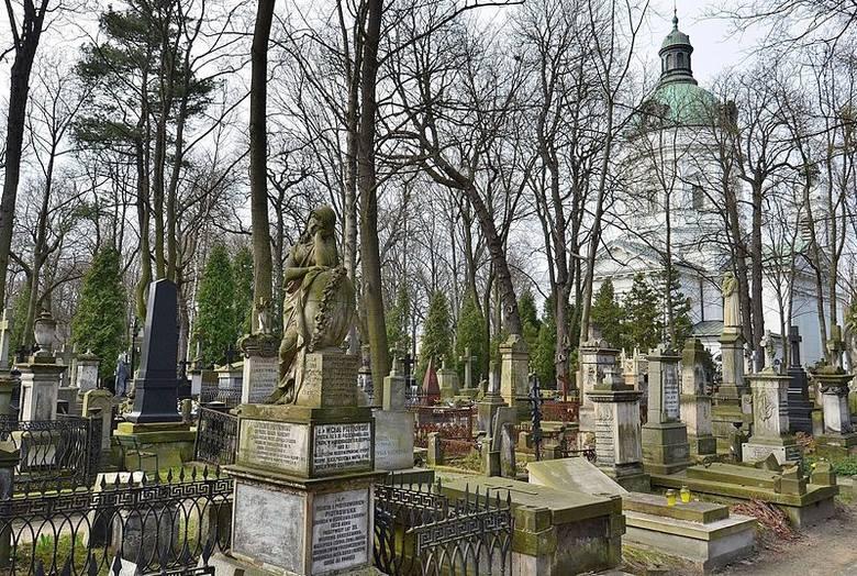Cmentarz Powązkowski w WarszawieZabytkowy cmentarz, jeden z najstarszych w stolicy, został założony 4 listopada 1790 r.Cmentarz Powązkowski stanowi miejsce