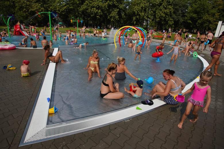 Kryty basen miała powstać obok obecnej pływalni letniej.