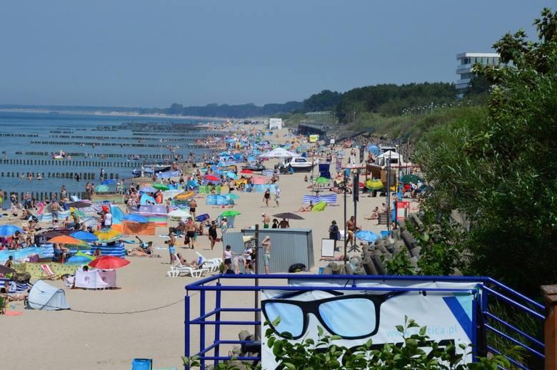 """Certyfikaty """"Błękitnej Flagi"""" dla najlepszych plaż, kąpielisk i marin nadmorskich zostały już przyznane. Tradycyjnie otrzymały je także"""