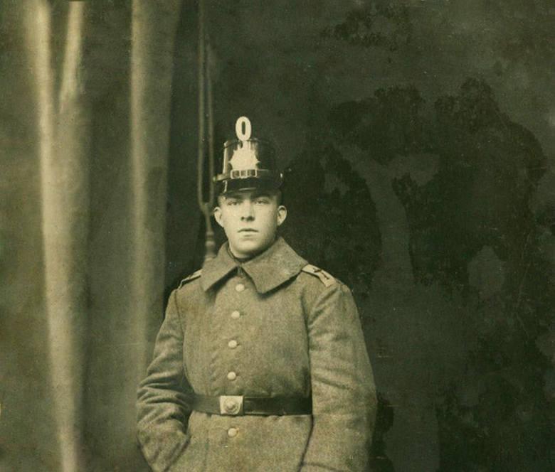 Przed wybuchem Powstania Wielkopolskiego wielu jego uczestników służyło w Armii Pruskiej podczas Wielkiej Wojny. Takim powstańcem był m.in. Antoni Bonicki,