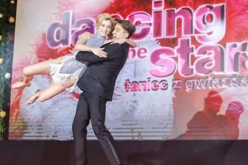 Kto odpadł w Tańcu z Gwiazdami w 2. odcinku? Zobacz jak tańczyły wszystkie pary - kliknij na kolejne zdjęcie.