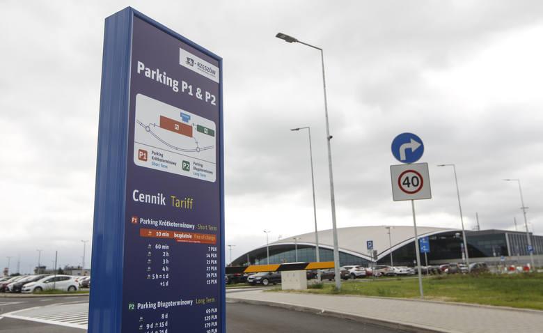 Pierwszy dzień płatnego parkingu na lotnisku Rzeszów - Jasionka.
