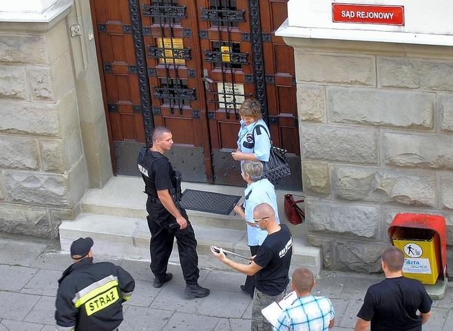 Bombowy terrorysta grozi sądom w Bielsku-Białej