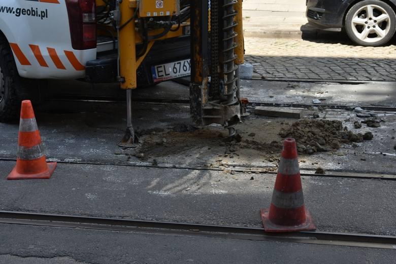 Geolodzy badają grunt pod ulicami Legionów i Cmentarną przed ich rewitalizacyjnymi remontami