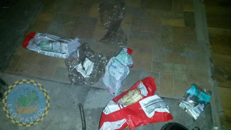 Za palenie takimi śmieciami grozi mandat w wysokości 500 zł.