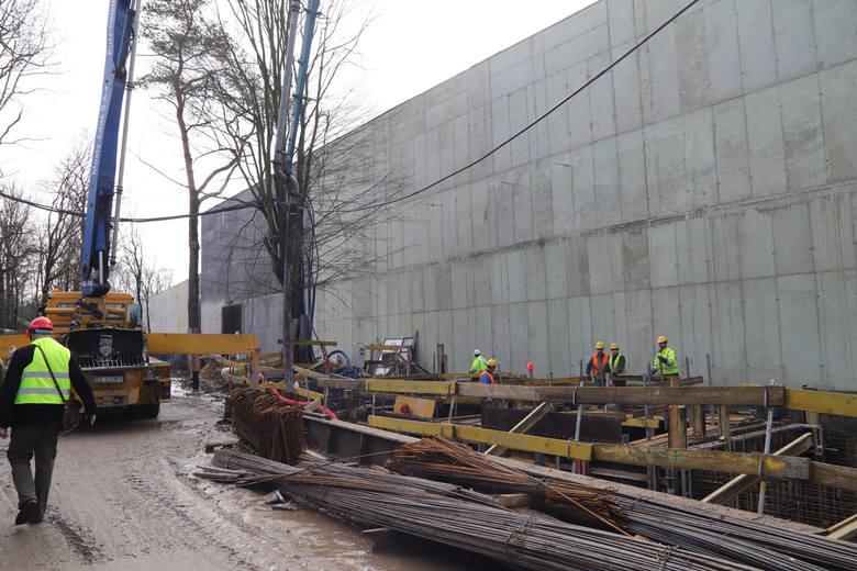 Władze Łodzi pochwaliły się we wtorek stanem prac na palcu budowy Orientarium. Jak będzie wyglądał tunel, którym goście Orientarium będą spacerować wśród