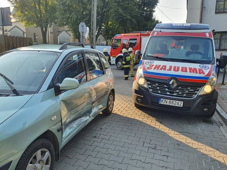 Stary Sącz. Dziecko i kobieta ucierpieli w wypadku na ul. Mickiewicza