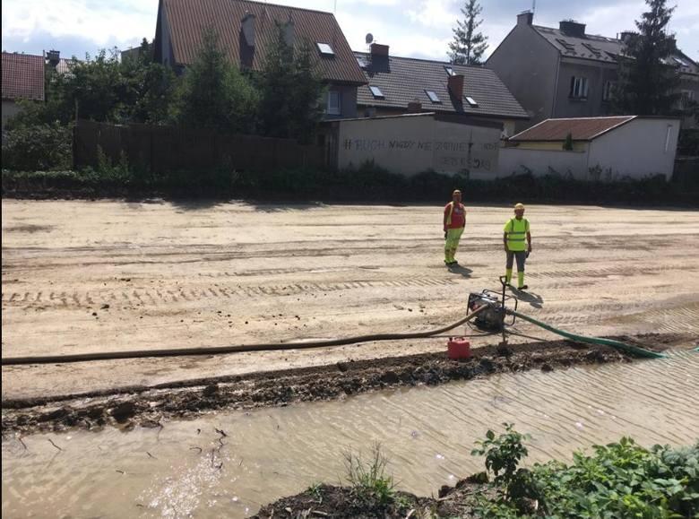 Kraków. Mieszkańcy alarmują: Woda z Trasy Łagiewnickiej odpompowywana do Wilgi