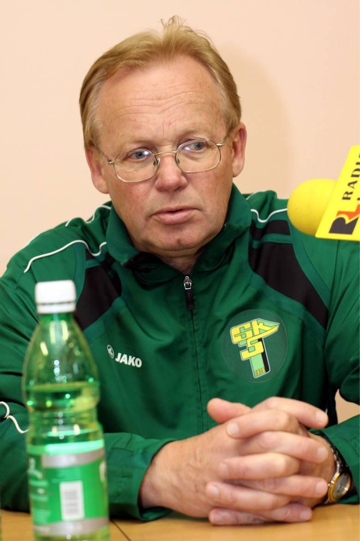 MIROSŁAW JABŁOŃSKIPracował w łęczyńskim klubie od 4 maja 2010 do 21 czerwca 2011 roku, prowadząc zielono-czarnych w 40 pierwszoligowych meczach.