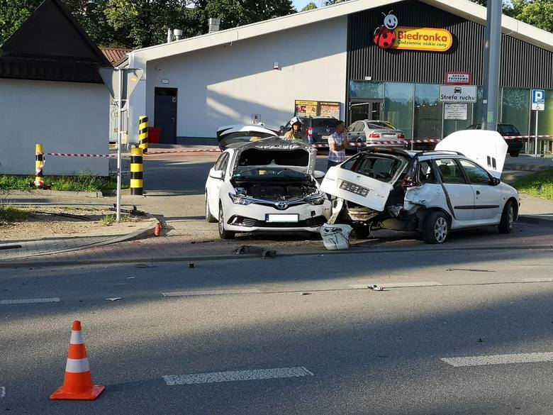 Śmiertelny wypadek w Limanowej na drodze krajowej 28. W zderzeniu motocykla i samochodu osobowego zginęła pasażerka jednośladu. Prowadzący motocykl w
