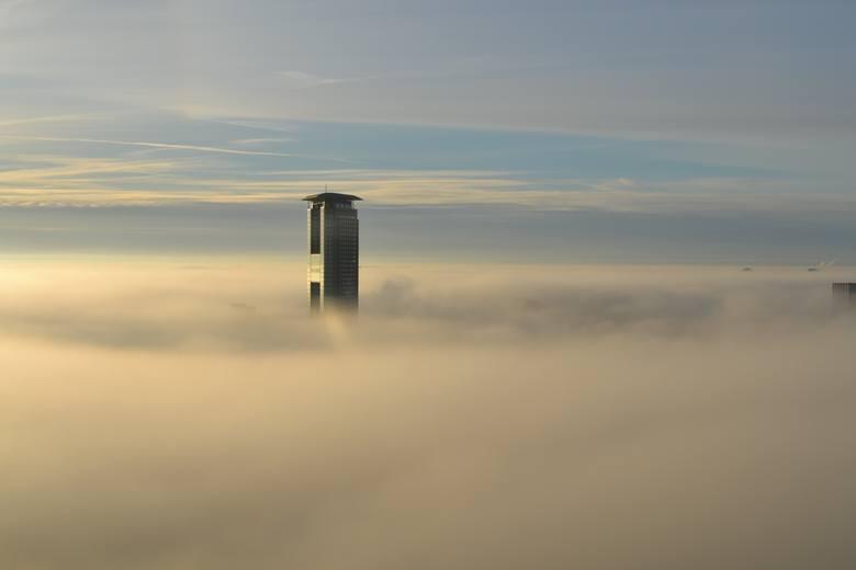 Dotykają nieba, górują nad chmurami: oto najwyższe budynki świata. Na którym miejscu Polska?