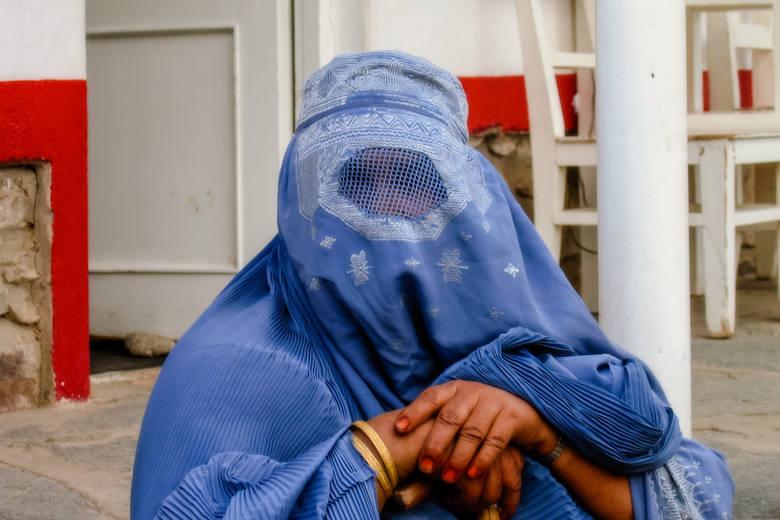 2. AfganistanAfganistan to kraj, w którym struktura społeczna została zaburzona przez niekończące się wojny domowe, co przynosi mu 2. miejsce w niniejszym