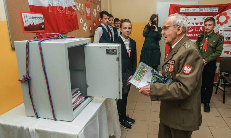 W piątek w SP nr 65 z Oddziałami Integracyjnymi i Sportowymi w Bydgoszczy (ul. Golloba 7, Fordon) świętowano 100-lecie odzyskania niepodległości. W ramach