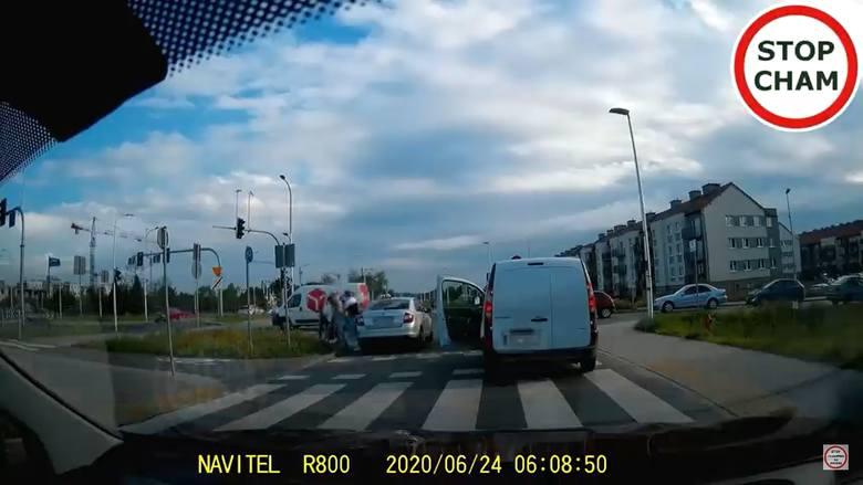 bójka taksówkarza z pieszym na wrocławskim Jagodnie