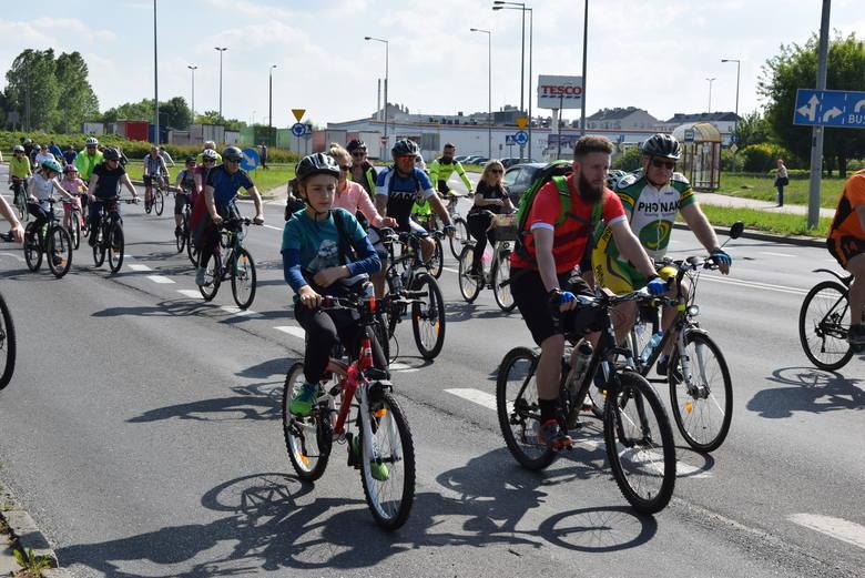 W sobotę odbyła się kolejna masa rowerowa w naszym mieście. Tym razem cykliści zdecydowali się na wspólny, coolturalny przejazd.Plan był taki: zbiórka
