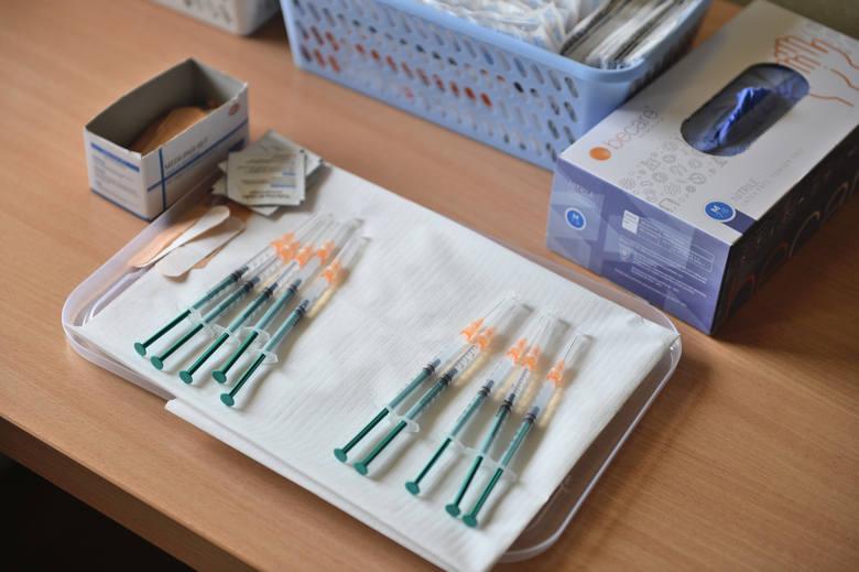 W Medyce ruszył pierwszy w powiecie przemyskim masowy punkt szczepień przeciwko COVID-19 [ZDJĘCIA]