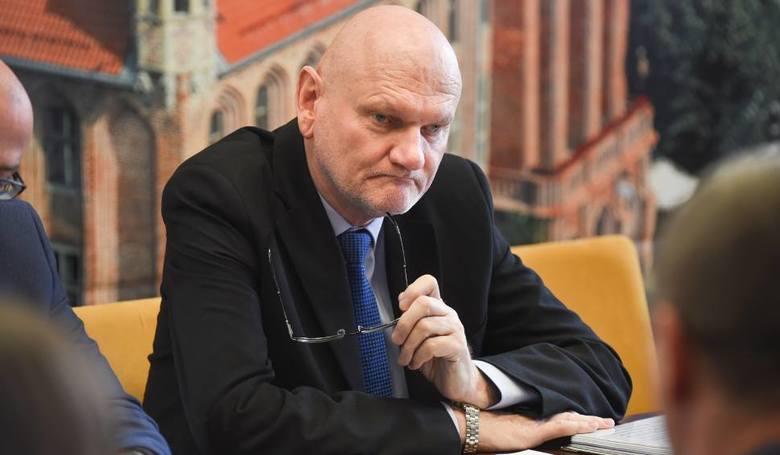 Mentzen twierdzi, powołując się na swoje źródła, że w drugim konkursie na prezesa TIS prezydent osobiście wpływał na Radę Nadzorczą TIS, by ta zmieniła