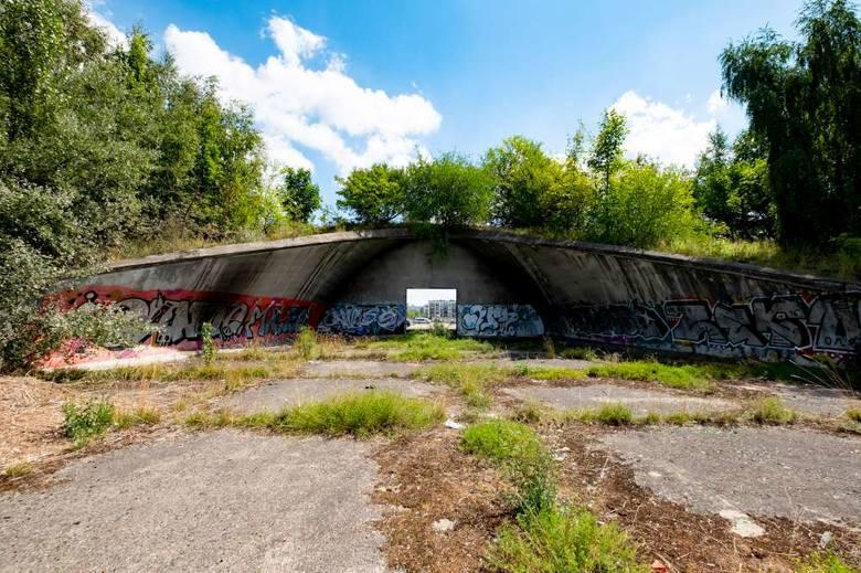 Przez lata stadion Szyca popadał w coraz większą ruinę. Zaniedbany, zapomniany stał się domem dla bezdomnych