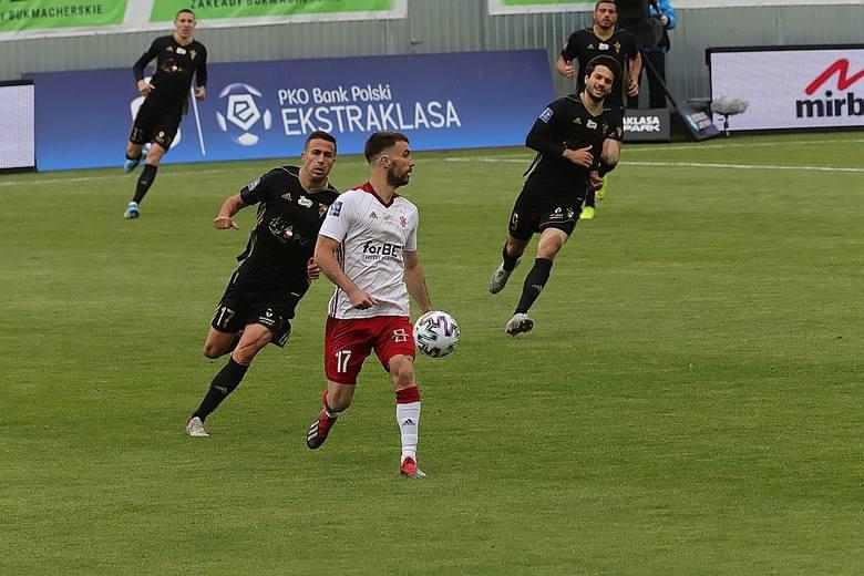 Carlos Moros Gracia - 1. Nie twierdzę, że nie potrafi grać w piłkę. Ale wypadł chyba najsłabiej od czasu przybycia do Polski. Z taką dyspozycją, nie