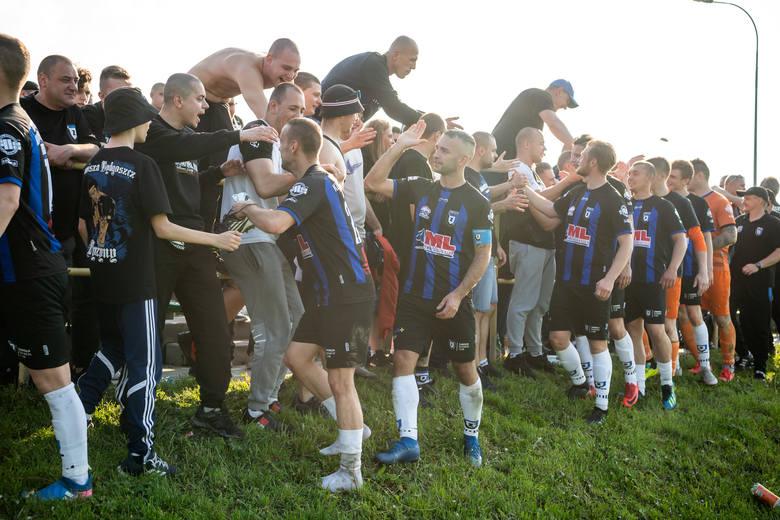 Zawisza Bydgoszcz pokonał Victorię Lisewo 5:0 i przybliżył się do awansu do IV ligi. Bohaterem meczu był Patryk Straszewski, który zdobył cztery bramki!