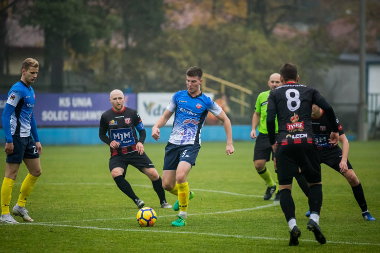 W meczu 14. kolejki V ligi (grupa I) KP Polonia Bydgoszcz wybrała się do Unii Solec Kujawski.Lider wrócił na Sportową w Bydgoszczy z bagażem trzech goli.