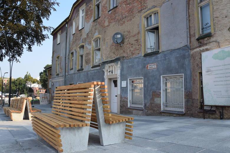 - Od 11 lat mówimy o konieczności zagospodarowania zdegradowanego terenu między teatrem a placem Matejki - mówił przed rokiem, podczas podpisania umowy