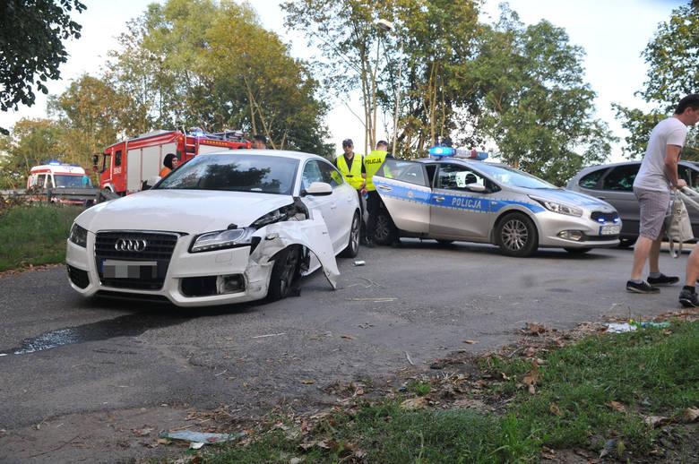Aktualizacja - poniedziałek, godzina 13.00Wiemy już, że motocyklem kierował 23-letni mieszkaniec powiatu słubickiego. Po wypadku dostał licznych złamań.