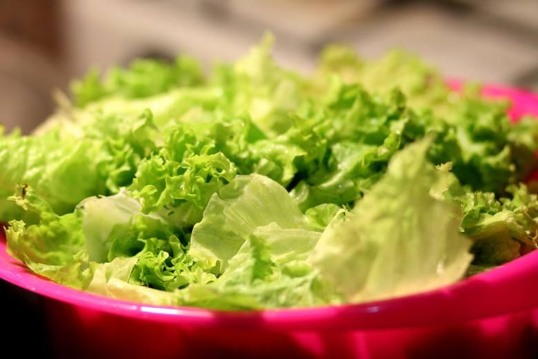 Sałata jest jednym z nielicznych surowych warzyw, jakie można jeść na diecie lekkostrawnej.