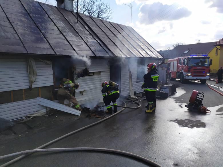 Pali siędom jednorodzinny w miejscowości Kańczuga, w powiecie przeworskim. Zginęła jedna osoba. Na miejscu jest sześć zastępów straży pożarnej.
