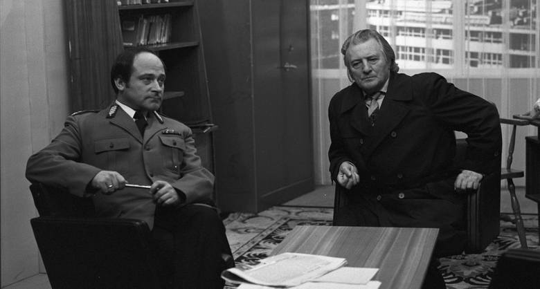 """Najsłynniejszy glina PRL: Bronisłąw Cieślak jako porucznik/kapitan Borewicz. Scena z serialu """"07 zgłoś się"""""""