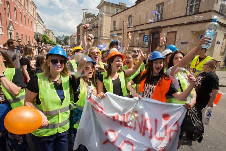 Rozpoczęły się słupskie Juwenalia. Impreza rozpoczęła się paradą poprzebieranych żaków głównymi ulicami miasta. Środa, czwartek i piątek na terenie kampusu