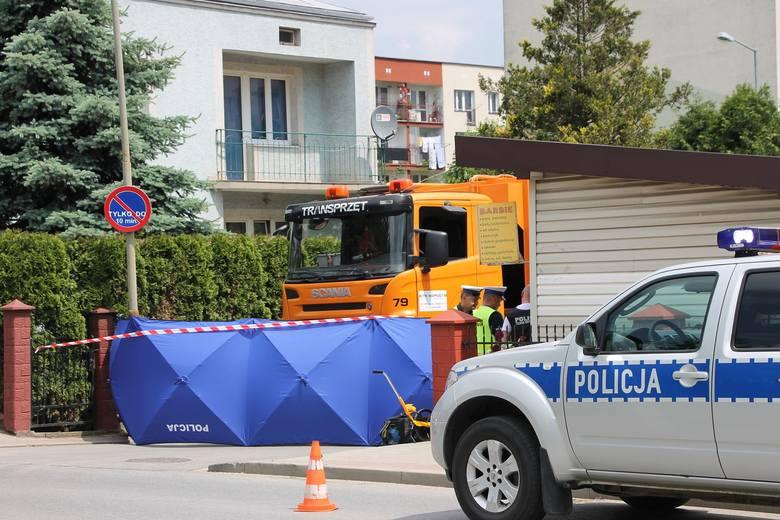 Do wypadku doszło na skrzyżowaniu ulic Jana Pawła II i Langiewicza w Sanoku. Na miejscu pracują policjanci.Aktualizacja godz. 12.17Jak wstępnie ustalili