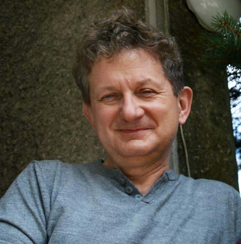 Felieton Grzegorza Tabasza. Metaliczny połysk czarnych piór