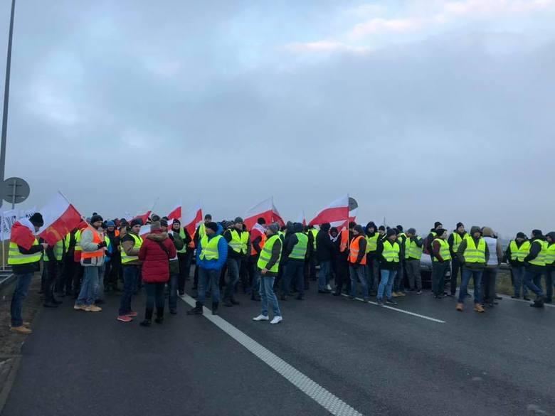 Niedawny protest rolników na autostradzie A2 (na zdjęciu) nie był ostatnim w br. Przedwczoraj inni rolnicy zablokowali zakład przetwórstwa mięsa w Łódzkiem,