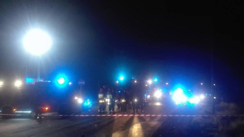 Tragiczny wypadek w Podlaskiem. Na DK 8 audi zderzyło się z ciężarówką. Trzy osoby spłonęły w osobówce.